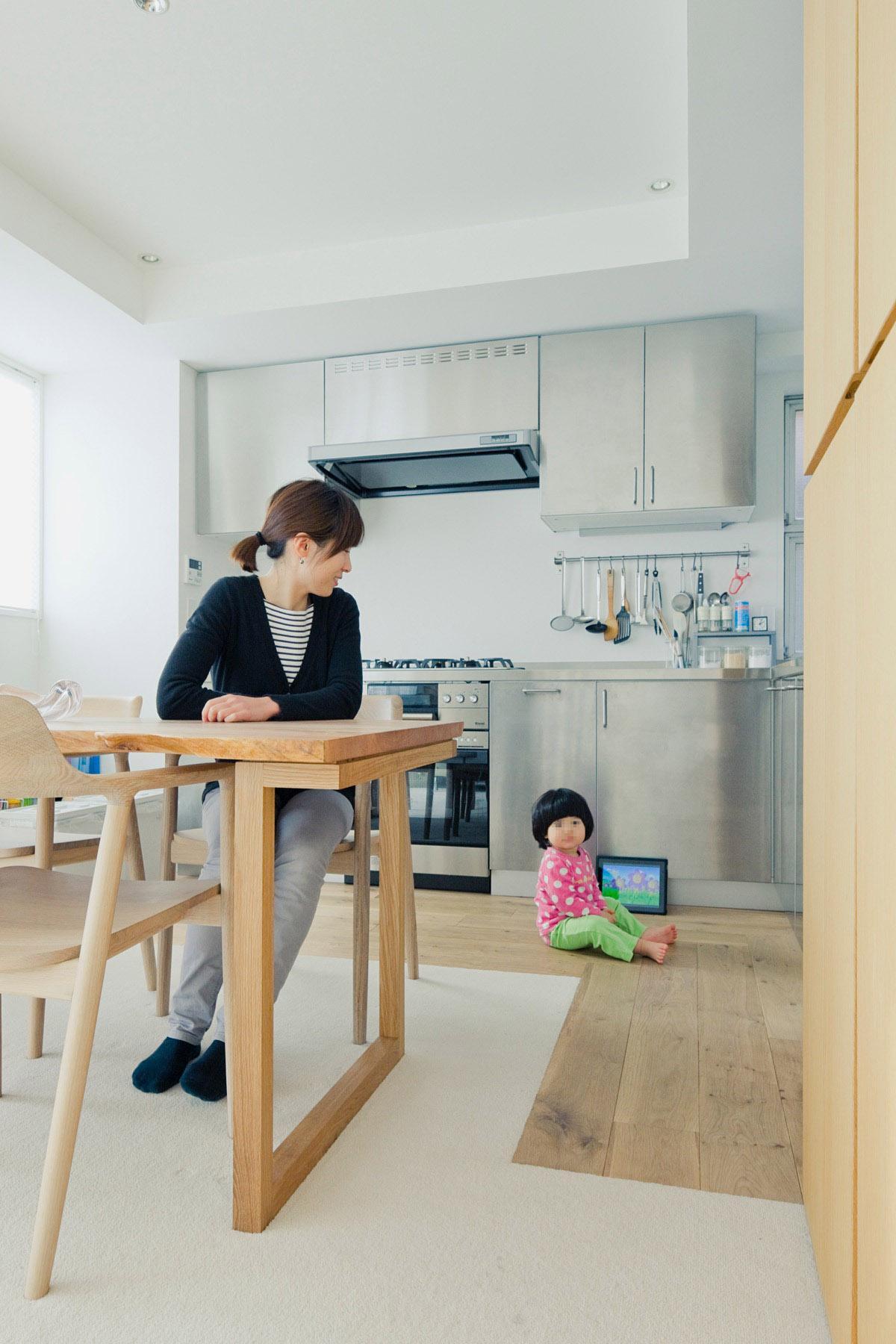 富ヶ谷の住宅の部屋 L型キッチンのあるLDK