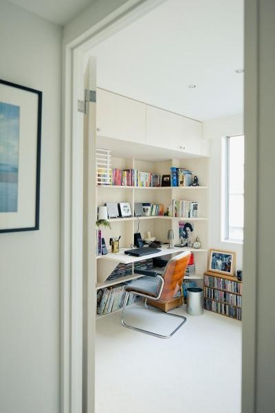 沢山の書籍を収納できる書斎 (富ヶ谷の住宅)