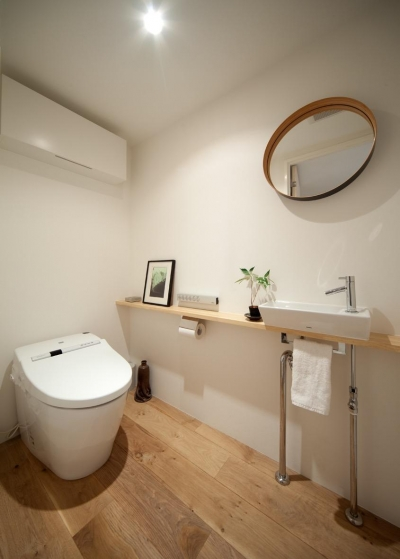 広々としたトイレ (富ヶ谷の住宅)