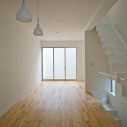 三ツ沢中町の住宅-2階に敷地いっぱいの広さのLDK