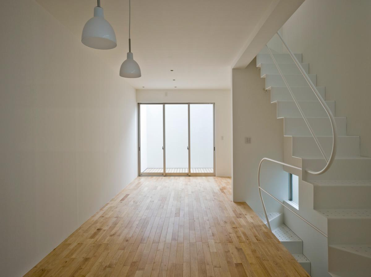三ツ沢中町の住宅の部屋 2階に敷地いっぱいの広さのLDK