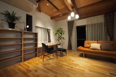 別荘空間を楽しむ家 (リビング)