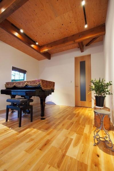 別荘空間を楽しむ家 (ピアノスペース)