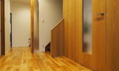 別荘空間を楽しむ家 (玄関)