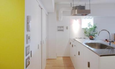 slicey-水色と黄色で楽しい1LDKに (キッチン)