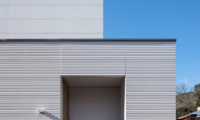中野の家Ⅲ 高台の旗竿敷地の住宅。高台の利点を活かし家族の思いを詰込んだ (玄関)