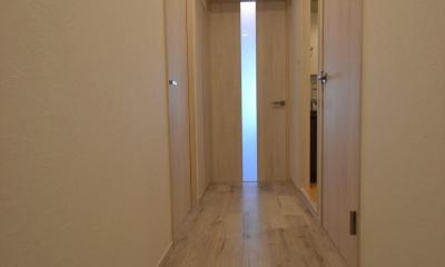玄関ホール|細かな間取り変更で実用的に。家具の配色にまでこだわった統一感のある空間