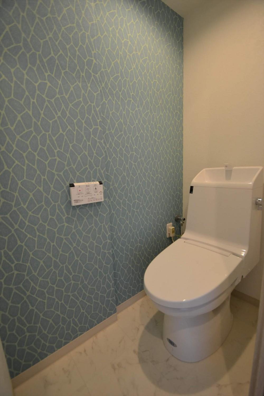 細かな間取り変更で実用的に。家具の配色にまでこだわった統一感のある空間 (トイレ)