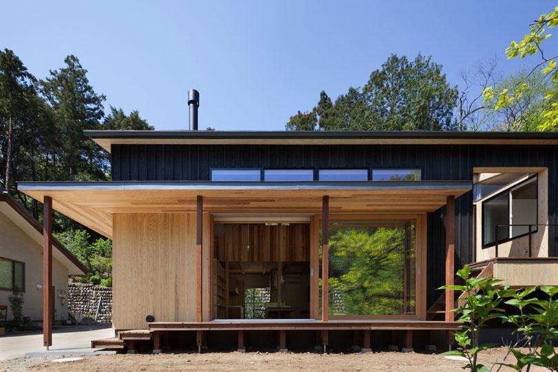 森林公園の家 (大きな窓のある外観)