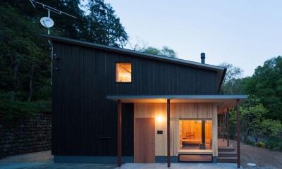 森林公園の家 (ライトアップした外観)