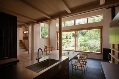 森林公園の家 (リビングダイニングキッチン)