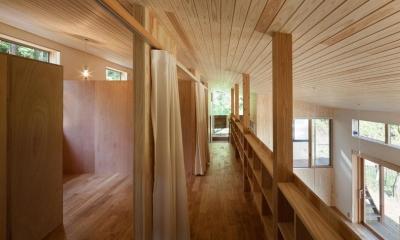 森林公園の家 (廊下にある造作棚)
