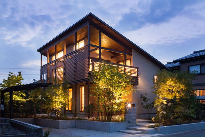 長野の家の写真 ライトアップした外観