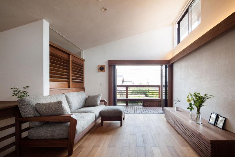 長野の家の写真 ベランダと一体感のあるリビング