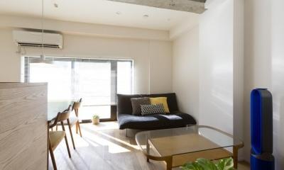 くつろぎのスペースを大きく確保。子供も猫ものびのび過ごせる温もりの家。