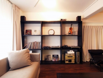 alumina-高級家具が主役のシンプルな空間 (リビング)
