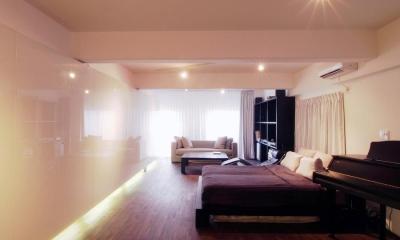 alumina-高級家具が主役のシンプルな空間