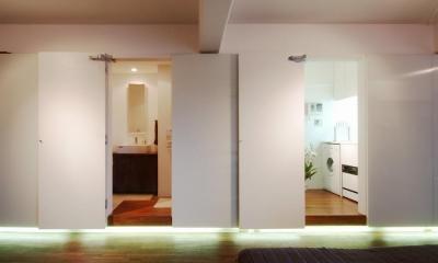 alumina-高級家具が主役のシンプルな空間 (キッチン)