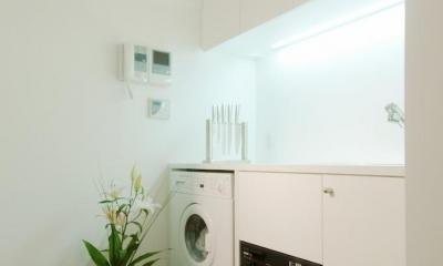 キッチン|alumina-高級家具が主役のシンプルな空間