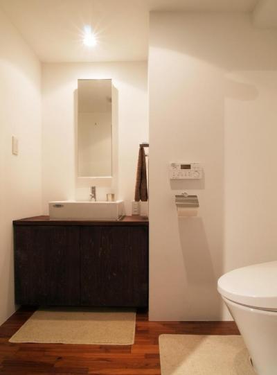 トイレ (alumina-高級家具が主役のシンプルな空間)