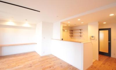 横浜の築浅マンション アルダー無垢材で素朴な空間に