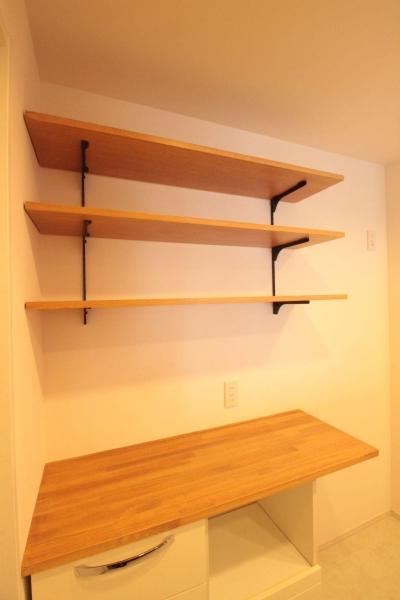 キッチン (横浜の築浅マンション アルダー無垢材で素朴な空間に)