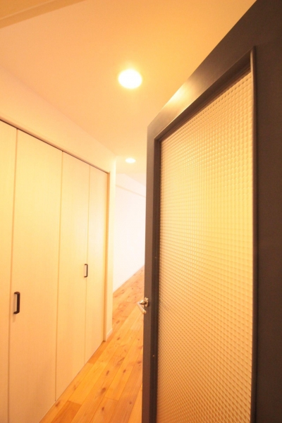 LDKドア ガラス交換&塗装 (横浜の築浅マンション アルダー無垢材で素朴な空間に)