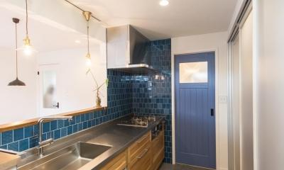 2×4住宅を二世帯にリフォーム〜外国風インテリアに (キッチン)