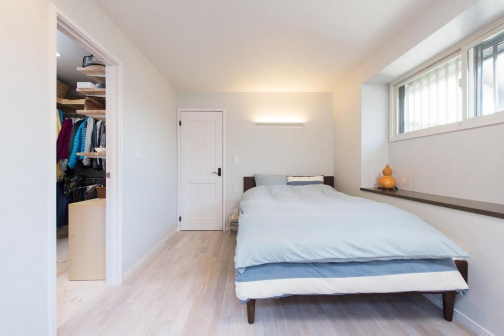 2×4住宅を二世帯にリフォーム〜外国風インテリアに (寝室)