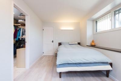 寝室 (2×4住宅を二世帯にリフォーム〜外国風インテリアに)