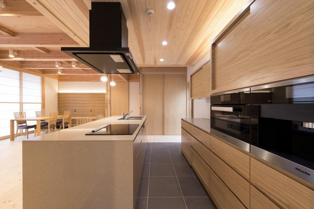 木と鉄骨階段の家 (オーダーキッチン)
