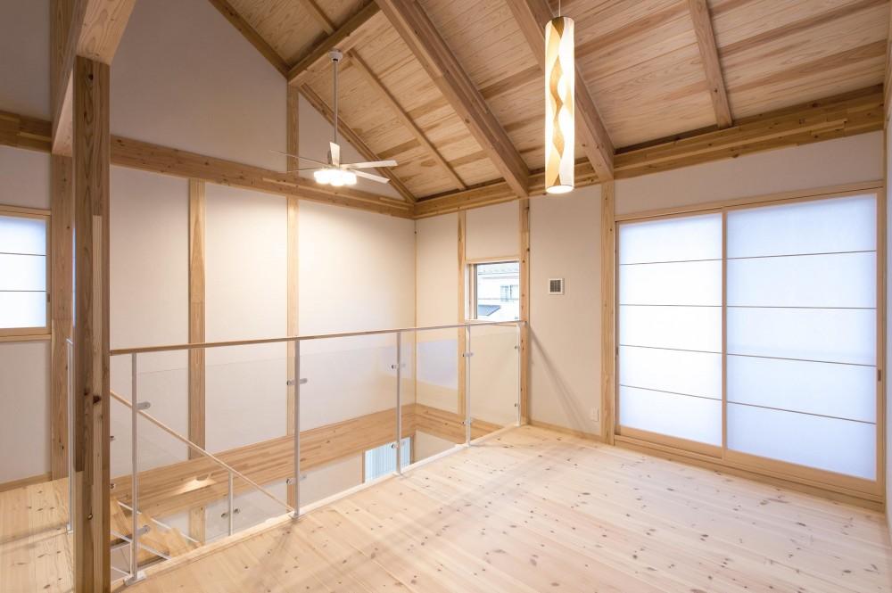 木と鉄骨階段の家 (オープンスペース)
