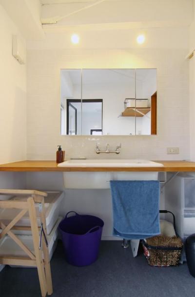 4階洗面カウンター (寺町の家)