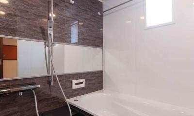 マンションとは思えない開放感。デザイン性重視で全面改装 (浴室)