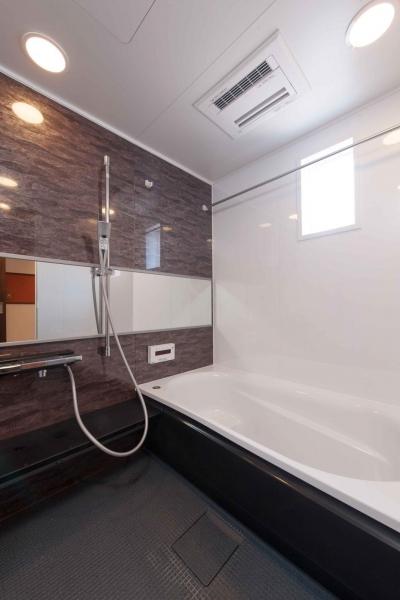 浴室 (マンションとは思えない開放感。デザイン性重視で全面改装)