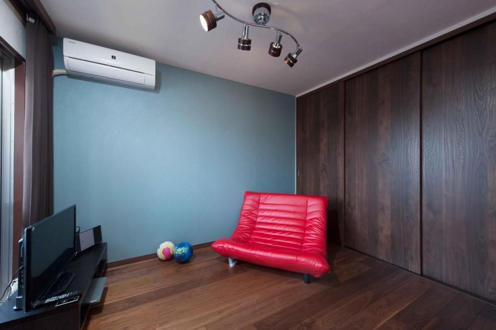 マンションとは思えない開放感。デザイン性重視で全面改装 (寝室)