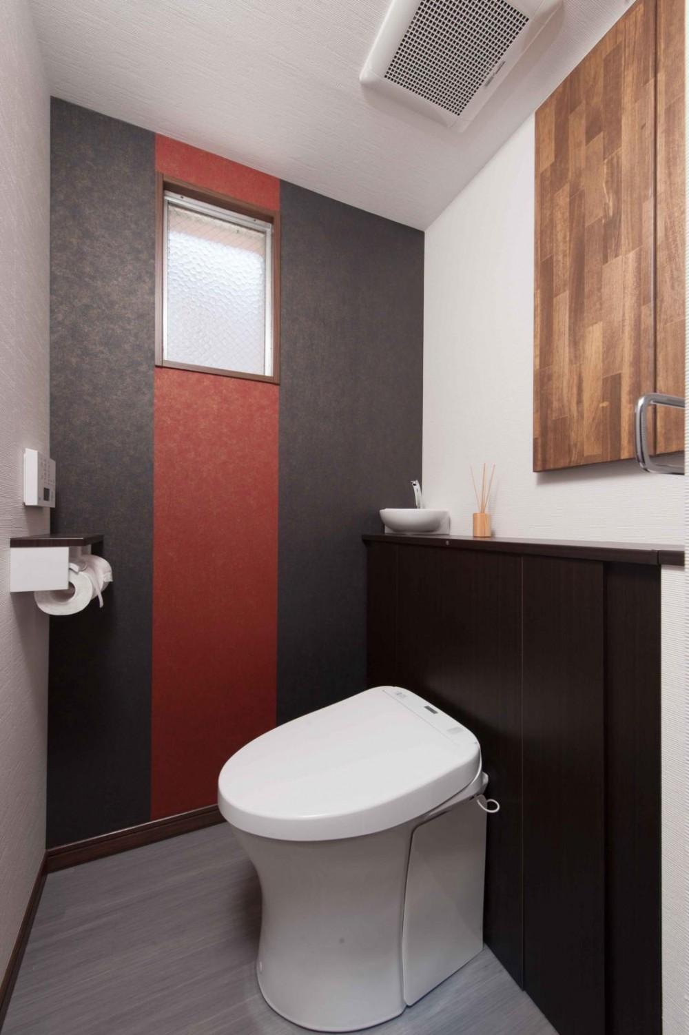マンションとは思えない開放感。デザイン性重視で全面改装 (トイレ)