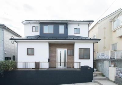 家事の動線設計が自慢!家族の温もり溢れる戸建て (外壁と屋根)