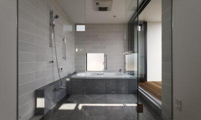 那須の家 (テラスとつながる浴室)