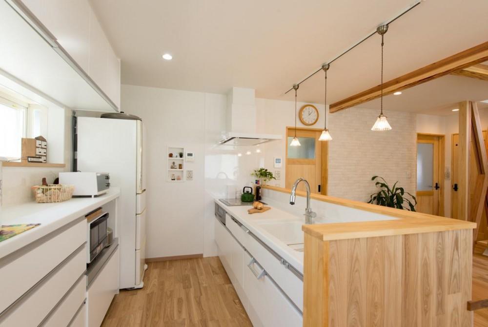 自然素材でスケルトンリフォーム!増築し、耐震補強も (キッチン)