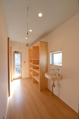 豊田市の家2 (廊下にある手洗い場)