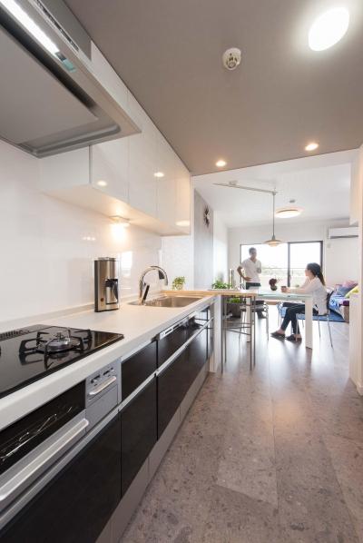 キッチン (ご家族の生活スタイルに合わせて、中古マンションを全面改装)