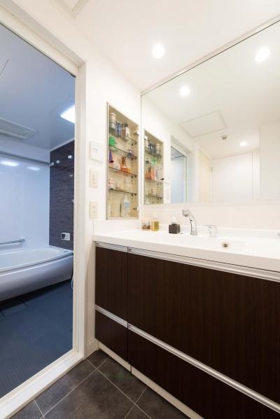洗面脱衣所 (ご家族の生活スタイルに合わせて、中古マンションを全面改装)