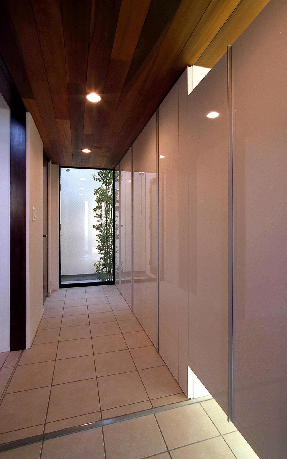 オープンテラスの家・OPEN TERRACE HOUSE 東京都世田谷区 (玄関)
