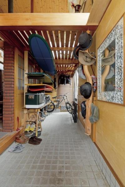 趣味と暮らすガレージハウス (土間収納)