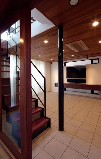 オープンテラスの家・OPEN TERRACE HOUSE (リビング・階段)