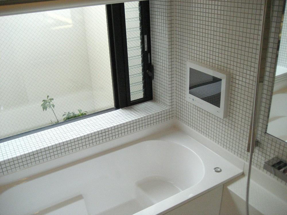 オープンテラスの家・OPEN TERRACE HOUSE 東京都世田谷区 (浴室)
