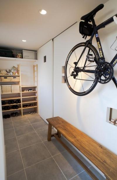 玄関 (g'appa-廊下をつくらず、洗面所もオープンに)