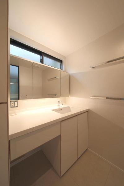 洗面・浴室・W.C.・ユーティリティ2 (ウッドテラスの家・WOOD TERRACE HOUSE 東京都杉並区)