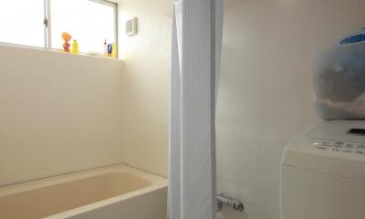 三条の家 (FRP仕上の浴室)